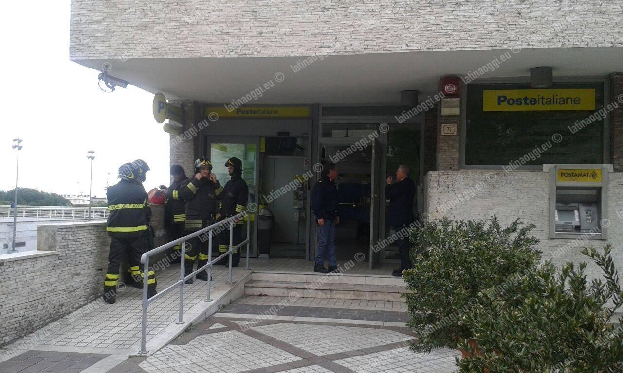 Incendio all'interno dell'ufficio postale di via Vitruvio