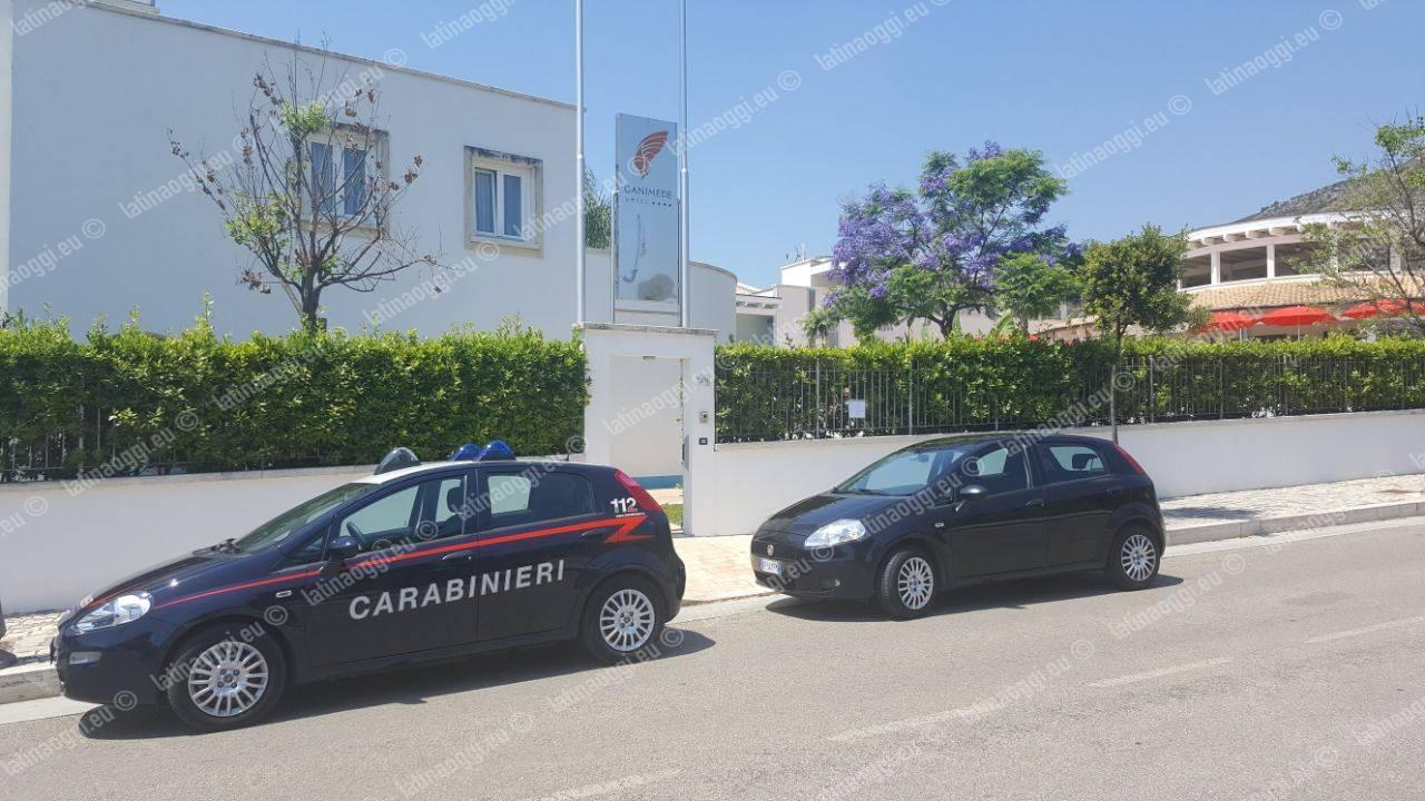 Apposti i cartelli di sequestro all'Hotel Ganimede, si contesta la lottizzazione abusiva