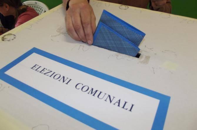 Elezioni comunali Sezze, un cittadino fotografa la sua scheda in cabina: denunciato