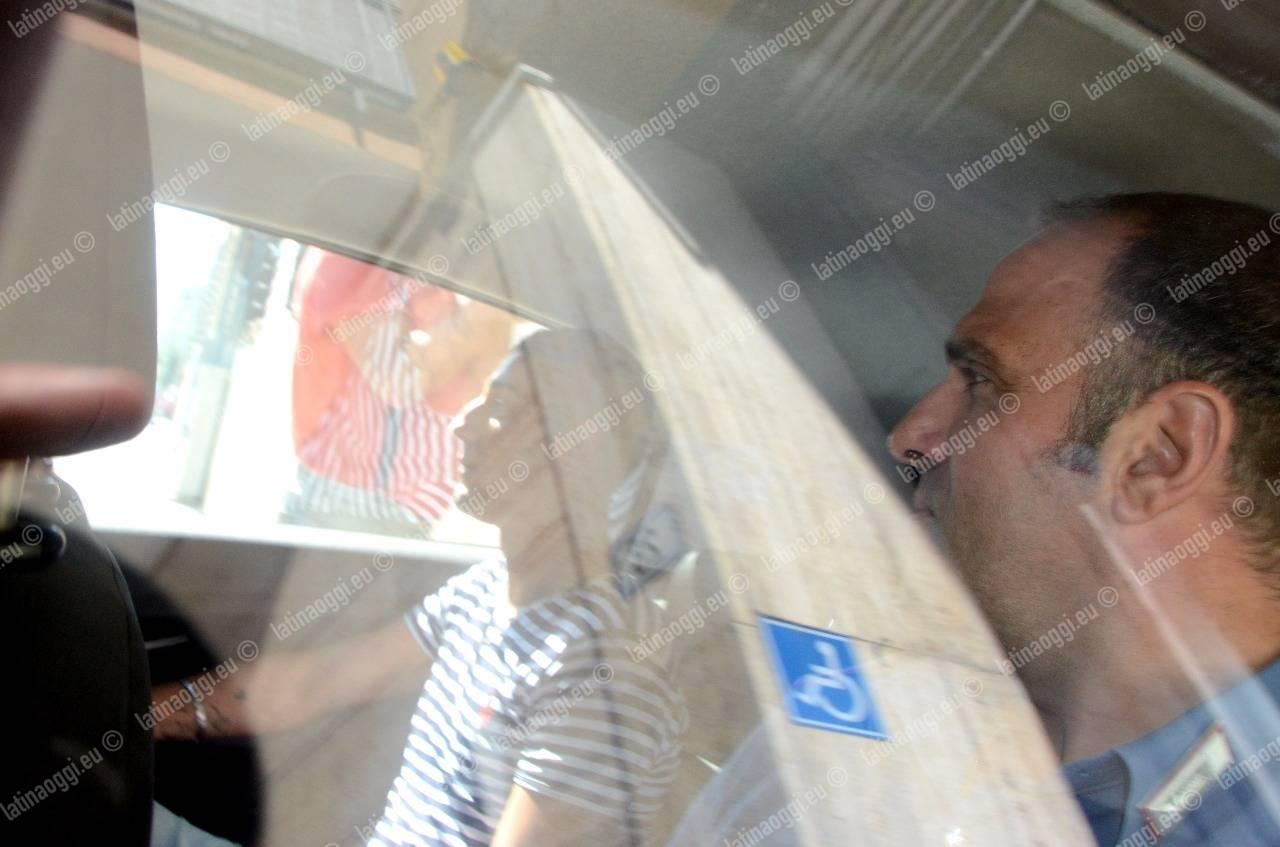 Mamme coraggio denunciano: arrestati 3 pusher che spacciavano agli studenti