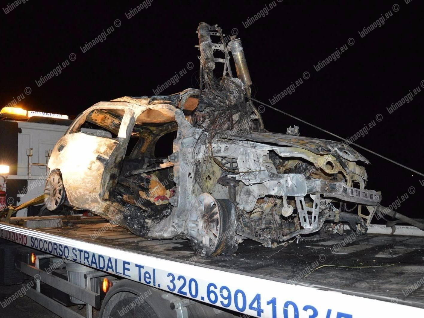 Impatto frontale: tra le fiamme due morti carbonizzati