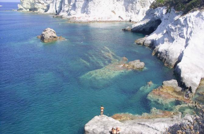 Il comune appone i sigilli alla discesa principali per le piscine naturali di ponza - Isola di saona piscine naturali ...