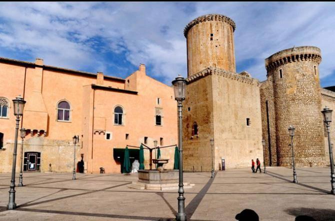 Cisterna Di Latina   Gli Studenti Potranno Vendere, Acquistare O Barattare  I Libri Di Testo Nel Cortile Di Palazzo Caetani