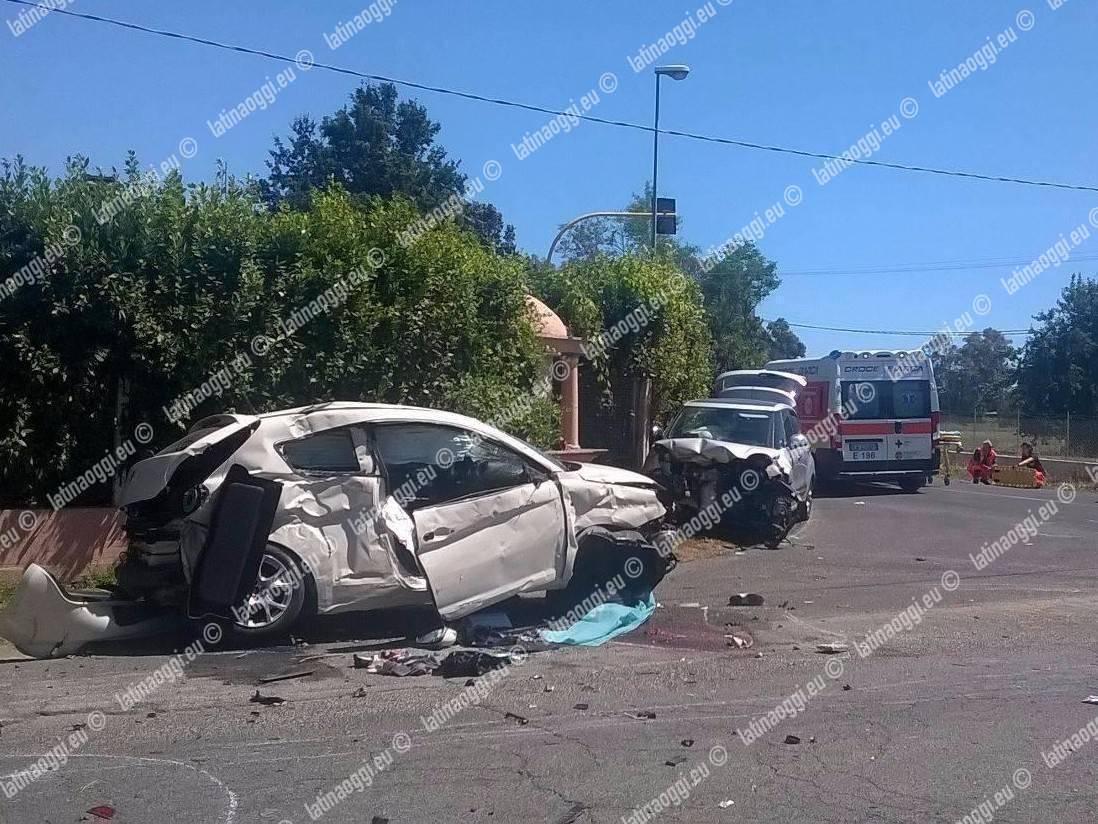 Scontro frontale sulla statale: muore un giovane, altre tre persone coinvolte