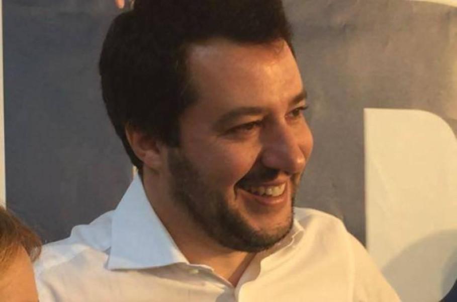 Scontro nella Lega, Maroni contro Salvini: