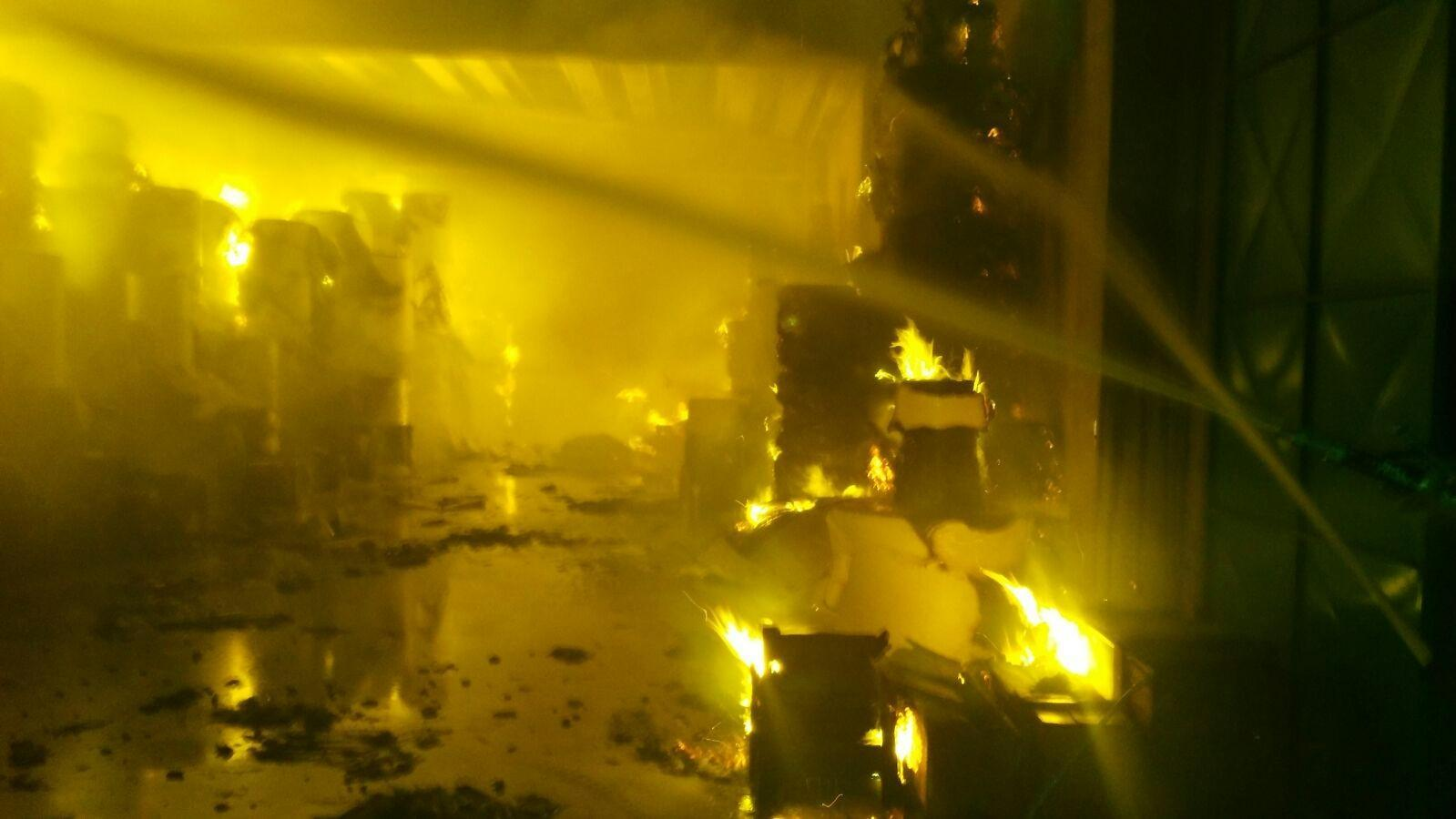 Pomezia, incendio via Pontina Vecchia: il sindaco rassicura i cittadini
