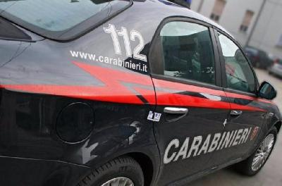 Incidente fra tre auto all'incrocio, ferite due donne